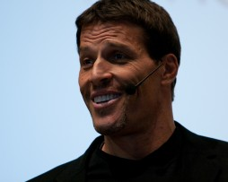 Anthony Robbins - Stop Yourself from Financial Self-Sabotage http://Glukom.com